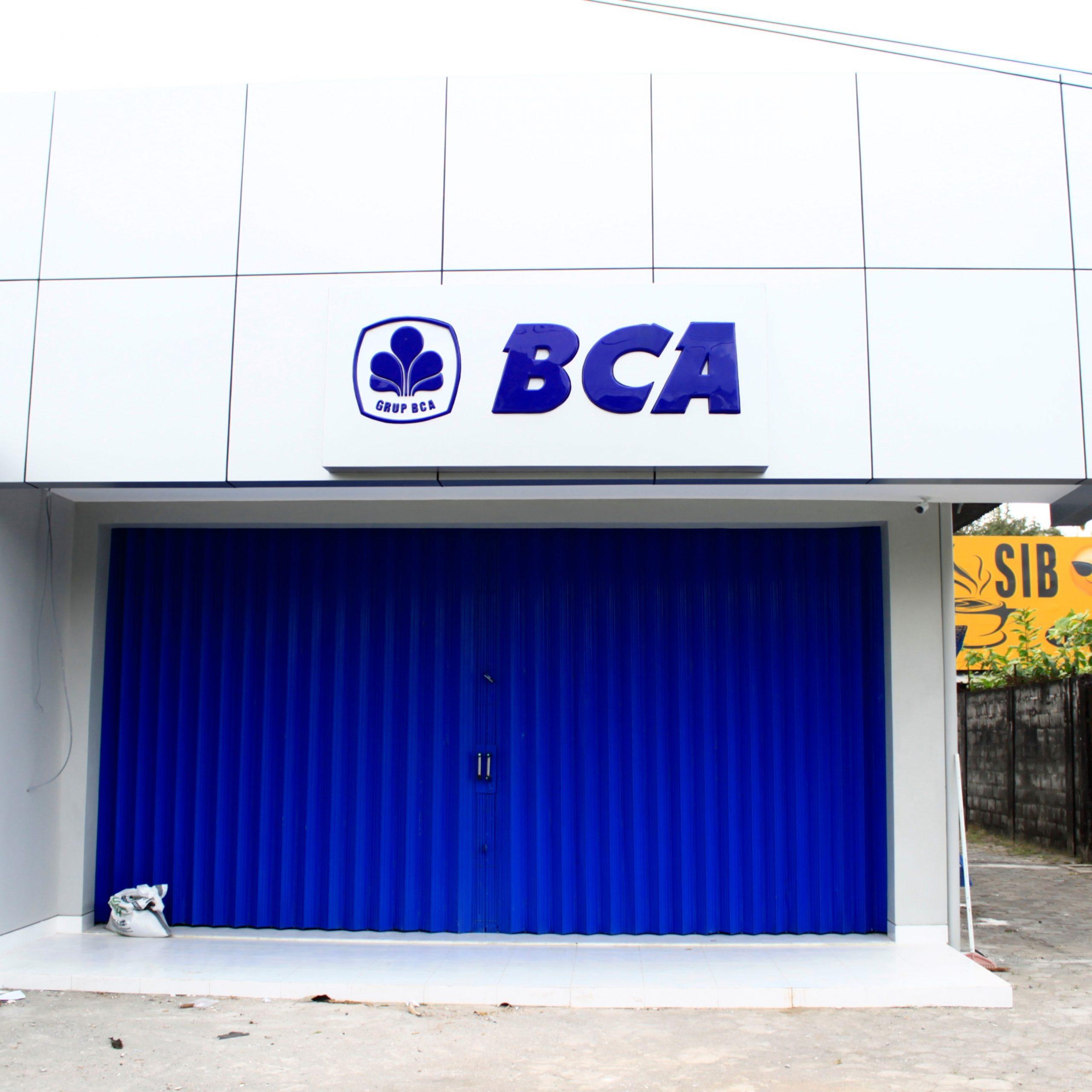Neon box akrilik emboss BCA Yogyakarta
