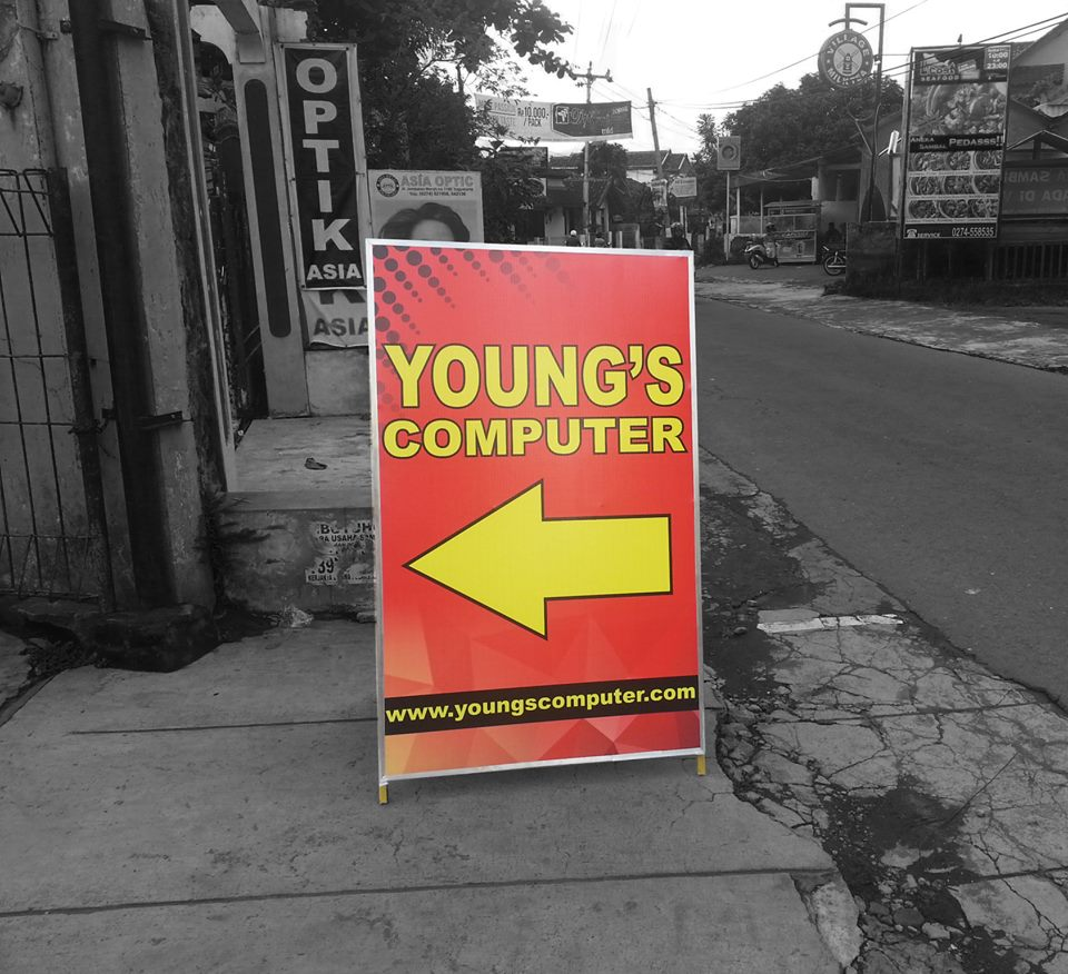 Papan Nama Segitiga Young's Computer Yogyakarta